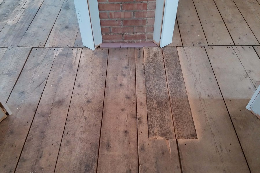 Restauration d'une patine de plancher antique